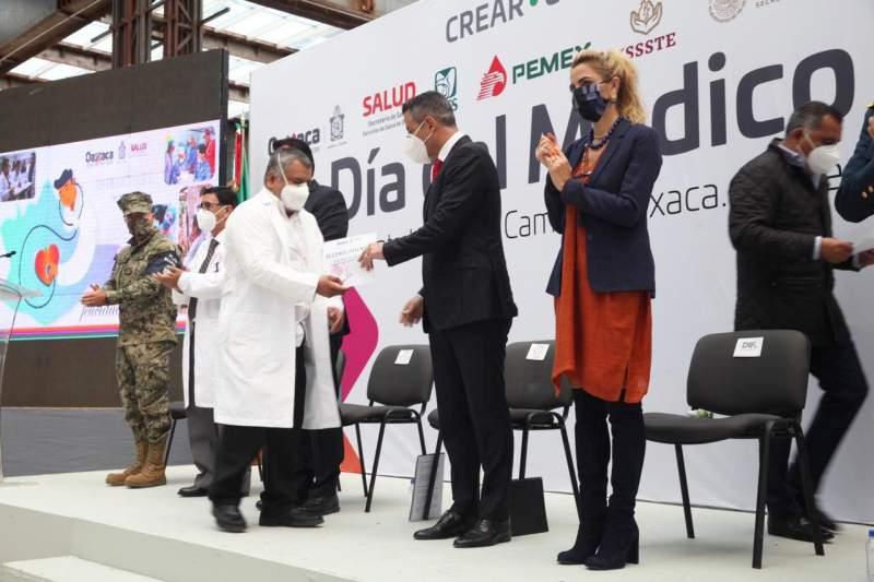 SE COMPROMETE ALEJANDRO MURAT CON EL SECTOR SALUD DE OAXACA