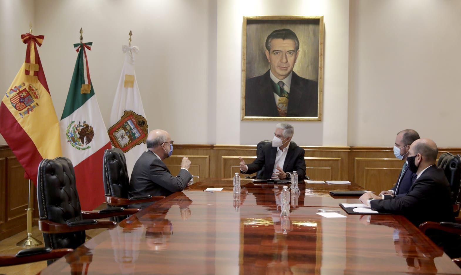 SE REÚNE ALFREDO DEL MAZO CON EL EMBAJADOR DE ESPAÑA